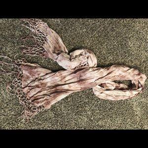Gorgeous BROKEDOWN scarf EUC